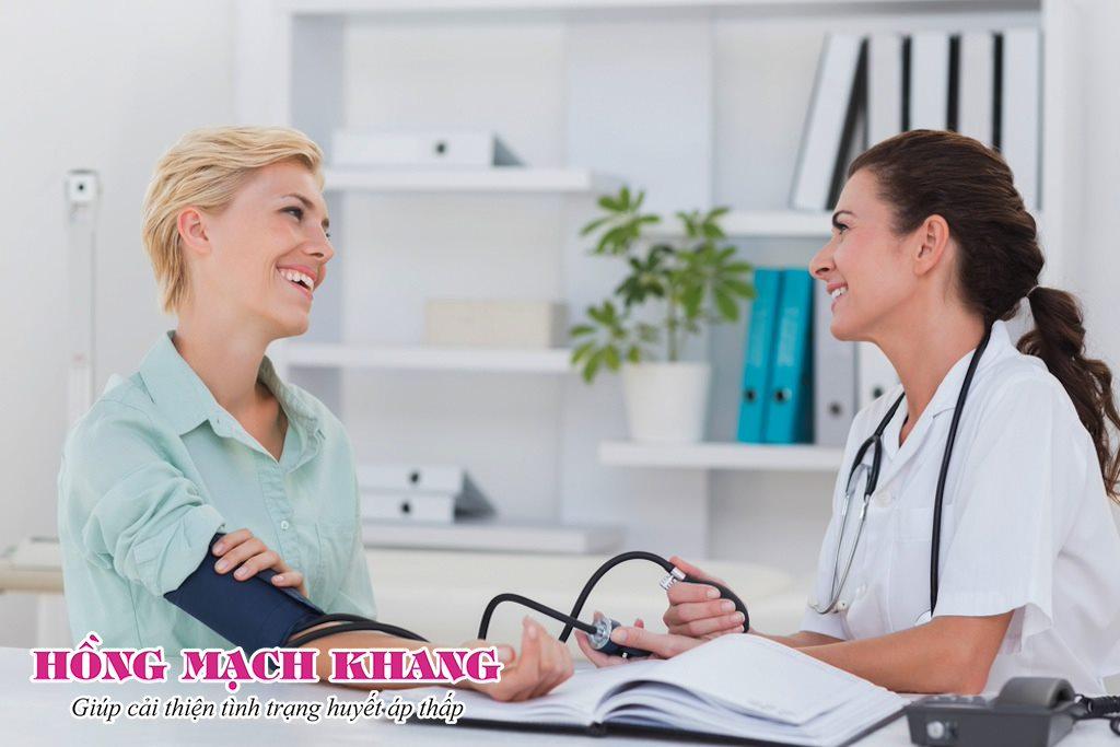 Sử dụng thuốc điều trị huyết áp thấp sau sinh dưới sự chỉ định của bác sĩ